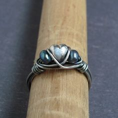 almost identical to my ring except the third pearl is a heart- I like that!