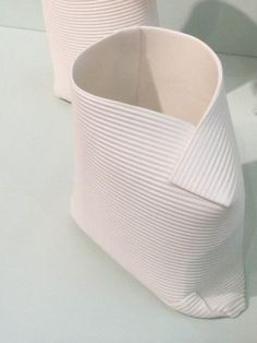 Créations en porcelaine de Fanny Laugier Love it when materials surprise me and look like something else. Beautiful work.