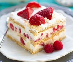 Don't fuss with the oven when you need a delicious dessert in a hurry. These no-bake icebox cake recipes are perfect for any occasion! Paleo Dessert, Vegan Desserts, Easy Desserts, Dessert Recipes, Icebox Cake Recipes, Cheesecake Recipes, Strawberry Icebox Cake, Cream Cheese Pastry, Biscuits Graham