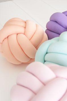 cozykidz knoopkussen lichtroze   kussens   CozyKidz   voor de mooiste babykamer en kinderkamer