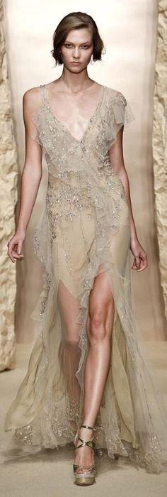 Donna Karan Spring 2011 | #highfashion #inspiration #moderndesign luxury design, luxury, fashion. Visit www.memoir.pt
