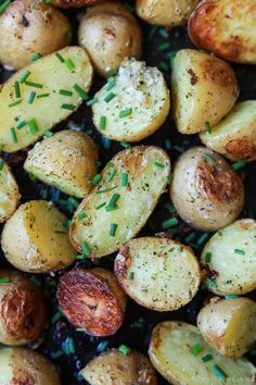 Easy Garlic Ranch Potatoes, a simple flavorful side dish that will become a staple recipe in your house! You're only 5 ingredients and 25 minutes away from potato heaven! | joyfulhealthyeats.com #glutenfree