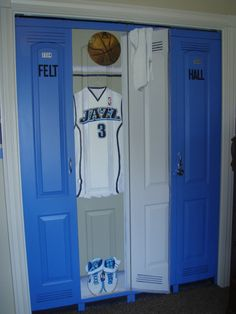 closet doors in a  sports theme bedroom lockers ~ just need to make it Packers. ~ Not a good link. just the photo for Pinspiration