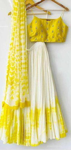 Indian Gowns Dresses, Indian Fashion Dresses, Dress Indian Style, Indian Designer Outfits, Indian Outfits, Fashion Outfits, Women's Fashion, Lehenga Choli Designs, Kurta Designs