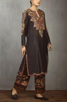 Buy Chanderi Kurta Set by Torani at Aza Fashions Stylish Summer Outfits, Stylish Dresses For Girls, Casual Dresses, Women's Casual, Fashion Dresses, Pakistani Dress Design, Pakistani Outfits, Indian Outfits, Emo Outfits