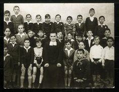 1930. Miguel Delibes (segunda fila cuarta por la izquierda) en el colegio de Lourdes