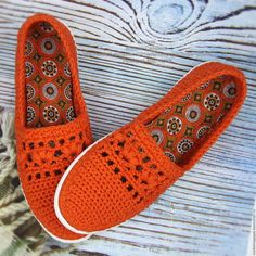 Купить или заказать Слипоны хлопковые вязаные в интернет-магазине на Ярмарке Мастеров. Слипоны – новое веяние в мире обувной моды, представляющее собой кеды без шнуровки на резиновой подошве. Слипоны имеют достаточно широкую колодку и не натирают, в отличие от жесткой обуви, что особенно актуально в жаркое время года, в связи с тем что ноги могут отекать. Благодаря плотной резиновой подошве, которая весьма податлива и может хорошо гнуться, гиперудобные слипоны обеспечивают хорошую…...