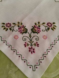 This post was discovered by Serpil Diker. Discover (and save!) your own Posts on Unirazi. Cross Stitch Rose, Cross Stitch Borders, Cross Stitch Flowers, Cross Stitch Designs, Cross Stitching, Cross Stitch Patterns, Embroidery Patterns Free, Embroidery For Beginners, Hand Embroidery Designs