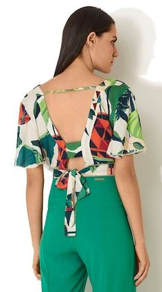 54 Colorful Blouses Every Girl Should Have - Luxe Fashion New Trends Curvy Fashion Summer, Modest Fashion, Colorful Fashion, Casual Street Style, Street Style Women, Chic Outfits, Fashion Outfits, Fashion Trends, Chic Summer Style