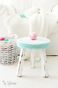 Vintage stool by Sylloves crochet cover Crochet Diy, Crochet Home, Love Crochet, Banco Vintage, Vintage Stool, Cotton Cord, Stool Covers, Crochet Kitchen, Home And Deco