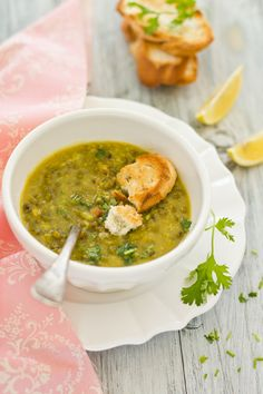 Mung bean soup, looks delicious.  I recently home-sprouted some mung beans (a.k.a., bean sprouts) and they are so good!  Now I'm ready to make mung bean soup and found a simple recipe on the blog entitled: Sips and Spoonfuls.  Yum!