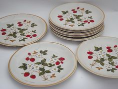Photo of Strawberries n Cream stoneware dinner plates, Sheffield vintage Japan Strawberry Kitchen, Strawberry Decorations, Kitchen Themes, Strawberries And Cream, Salad Plates, Strawberry Shortcake, Cool Items, Vintage Japanese