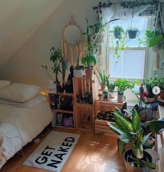 Indie Room Decor, Indie Bedroom, Aesthetic Room Decor, Indie Living Room, Room Ideas Bedroom, Bedroom Decor, Bedroom Plants, Bedroom Inspo, My New Room