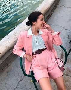 Onde Comprar Roupas Incríveis de Verão Cool Outfits, Summer Outfits, Casual Outfits, Hot Pants, Her Style, Cool Style, Neon Light, Effortless Chic, Office Looks