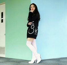 BlackPink in your areaaaa! Nah, just kidding, but that combination of black and pink was bomb! I'm also a huge fan of thigh high boots and Kisses Delavin just pull that one off! Just Kidding, Thigh High Boots, Thigh Highs, Kisses, Ootd, Fan, T Shirts For Women, Fashion, Tall Boots