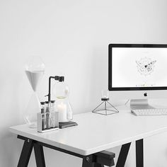 Clean, minimal space, chemistry instruments || workspace