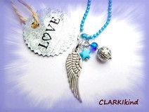 Blaue Kugelkette mit Engelsflügel von CLARKIkind