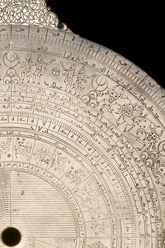 The outer edges of an astrolabe demonstrating the Anwa system.