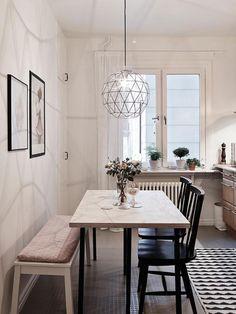 cuisine scandinave, salle à manger plus cuisine, belle suspension ronde