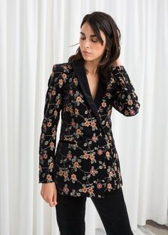 Floral Embroidered Velvet Blazer - Floral Embroidery - Blazers - & Other Stories Blazer Outfits Casual, Blazer Outfits For Women, Blazer Fashion, Dress Outfits, How To Wear Blazers, Ladies Blazers, Blazer Pattern, Look 2018, Floral Blazer