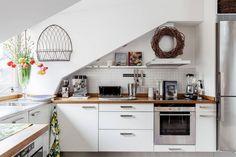 Une cuisine qui suit les lignes du toit