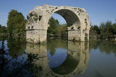 Pont Romain de Lunel  Région Languedoc Roussillon Languedoc Roussillon, Tower Bridge, Monuments, Bridges, Italy, Culture, France, Travel, Byzantine