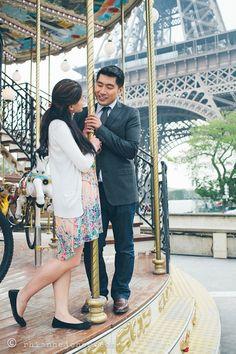Romantic Paris anniversary shoot at the Eiffel Tower: Rhianne Jones Photography