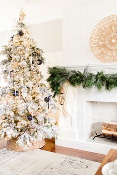 35+ beautiful holiday home tours, including our neutral and traditional holiday decor. #holidaydecor #christmasdecor