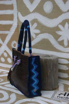 nekka:  Cubo médio marca nekka 2013 ref 1360zz/azuis (pele+ crochet+ s/forro+ 1 bolso em camurça, tudo feito à mão/handmade)