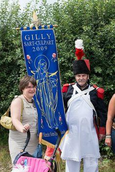 Avec Marie-Astrid et le drapeau de la marche Notre Dame de Lourde 20 juillet 2014
