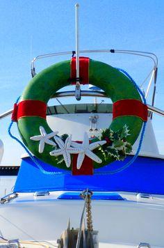Coastal Holiday Wreath with Salt Dough Starfish: http://www.completely-coastal.com/2011/10/starfish-salt-dough-craft.html