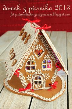Jestem w kuchni, zaraz wracam: Boże Narodzenie, gingerbread house Mp: Love the colored sugar glass windows.