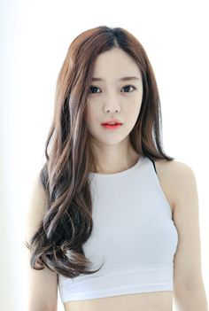 i wanna dye my hair like this so the brown and black mesh.i cant decide ughhh Korean Wavy Hair, Brown Hair Korean, Asian Hair, Korean Perm, Korean Curls, Korean Hairstyle Long, Permed Hairstyles, Girl Hairstyles, Korean Beauty