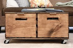 Turn inexpensive wooden crates into a rustic ottoman with plenty of storage space Diy Ottoman Pallet, Crate Ottoman, Diy Storage Ottoman, Crate Storage, Upholstered Ottoman, Storage Ideas, Storage Solutions, Hidden Storage, Recycled Furniture