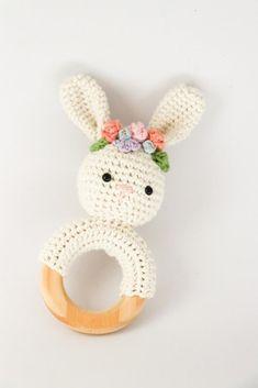 Crochet bunny teether pattern with flower crown // PDF pattern only // Crochet rabbit rattle // Cotton nursery toy // Floral crown pattern – Artesanías de palos – Flower Crochet Crown, Crochet Diy, Crochet Basics, Cotton Crochet, Crochet Baby Toys, Crochet Ideas, Crochet Bunny Pattern, Crochet Rabbit, Crochet Patterns