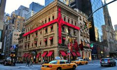 Cartier on 5th Avenue, one of many stores that go all out to spread some holiday cheer.