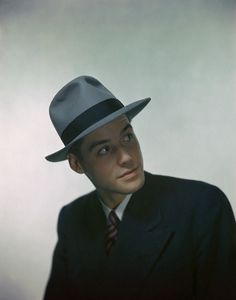 1946  typical men's fashion:  fedora and double-breasted suit.