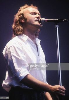 British singer Phil Collins lead singer of Genesis in concert circa 1985 Phil Collins, Peter Gabriel, Music Is Life, My Music, Banks, Mike Rutherford, Steve Hackett, Genesis Band, In The Air Tonight