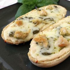 Chicken Alfredo and Pesto French Bread Pizza - 26 Easy and Tasty Bruschetta and Crostini Recipes looks so unhealthy, but so good! I Love Food, Good Food, Yummy Food, Brunch, Pain Pizza, Pizza Pizza, Pesto Pizza, Great Recipes, Favorite Recipes