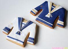 Galletas para comunión con forma de traje de niño.