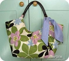 This free bag pattern is brought to you by Confessions of a Sewing Addict. Get the free tote bag pattern here Design Your Own Handbag Design and sew your v