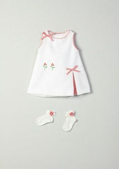 Baby Dress Design, Baby Girl Dress Patterns, Baby Clothes Patterns, Baby Kids Clothes, Little Girl Dresses, Doll Clothes, Toddler Dress, Toddler Outfits, Kids Outfits