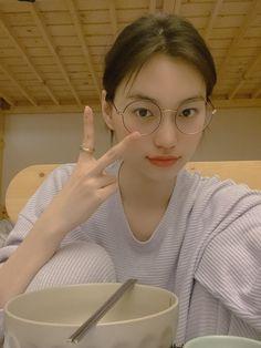 Kim Doyeon, Uzzlang Girl, Aesthetic Girl, Marvel Entertainment, Other People, Ulzzang, Photoshoot, Entertaining, Kpop