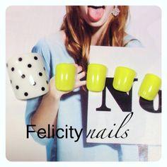 ネオンイエローのフットサンプル♡Felicity nailsブログやってます(^^) #ドット #イエロー #夏 #ジェルネイル #フット #ゆみっぴー #ネイルブック