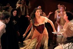 Viktoria Vizin ROH. Both Carmen's dramatically threatening each other