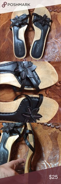 Gorgeous Kenneth close reaction sandals 8 1/2 Wood base. Perfect condition. Smoke and pet free home. Kenneth Cole Reaction Shoes Sandals