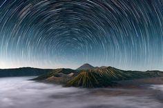 Bom surf e lindas estrelas na Indonésia