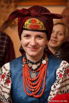 Traditional clothing from Romenshchyna (Sumska oblast) Hungarian Embroidery, Folk Embroidery, Historical Costume, Historical Clothing, Folk Clothing, Folk Fashion, Married Woman, Folk Costume, Headgear