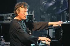 Didier Squiban, né le 23 septembre 1959 à Ploudalmézeau, est un compositeur et pianiste français, dont le répertoire se situe entre la musique traditionnelle bretonne, le jazz et la musique symphonique dite « classique ».