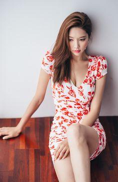 Ngắm đùi nuột nà của người đẹp Park Soo Yeon trong những chiếc váy ngắn
